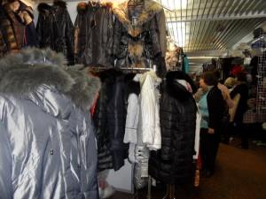 теплые женские куртки и пуховики