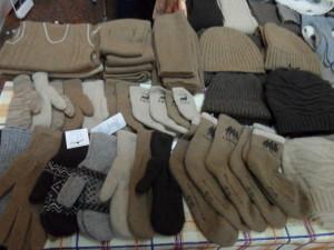 вязаные шапки и рукавички