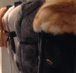 дубленки и меховые пальто