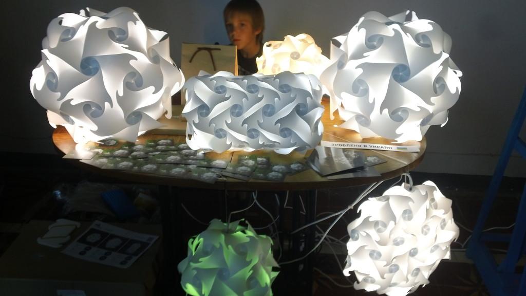 пластиковые светильники - оригами