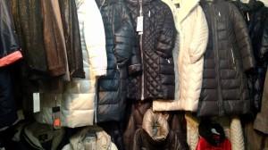 теплые зимние куртки и пуховики