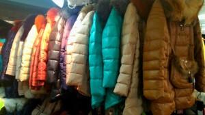 разноцветные женские пуховики
