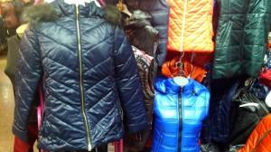 женские пуховики и спортивные куртки на осень