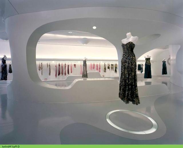 Выставочные стенды для модной одежды