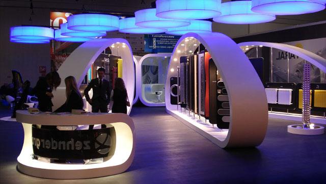 Выставочный стенд с натяжными подвесными конструкциями