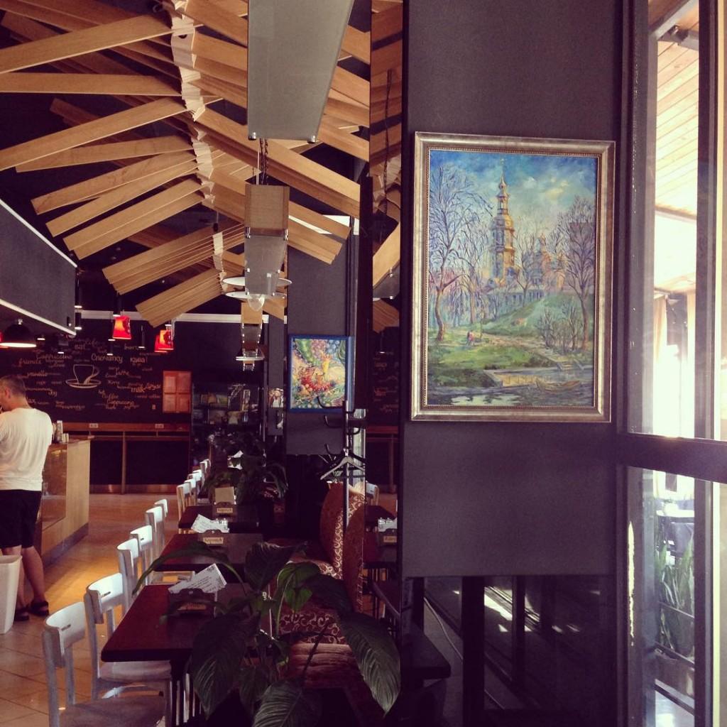 С 25 июля по 20 августа в кофейне  «КорицА» проходит выставка картин Марины Лялиной