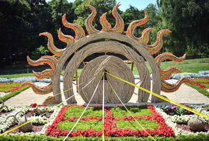 На Певческом поле проходит флористический фестиваль «Город солнца»