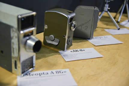 До 27 марта в арт-центре Я.Гретера проходит выставка ретро кинокамер и работ художника Семёна Щербины