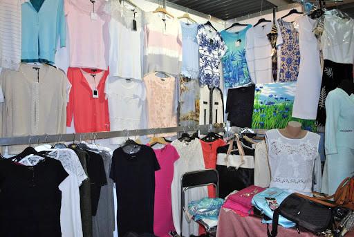 женские блузки на выставке
