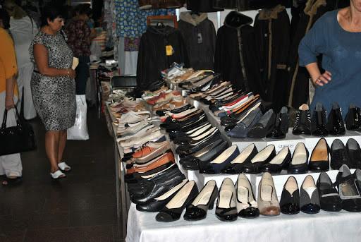 Женские туфли во Дворце Спорта