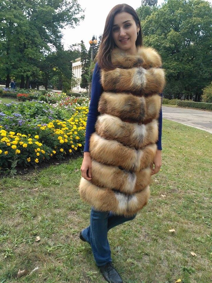 Жилеты из меха лисы на выставке в Киеве