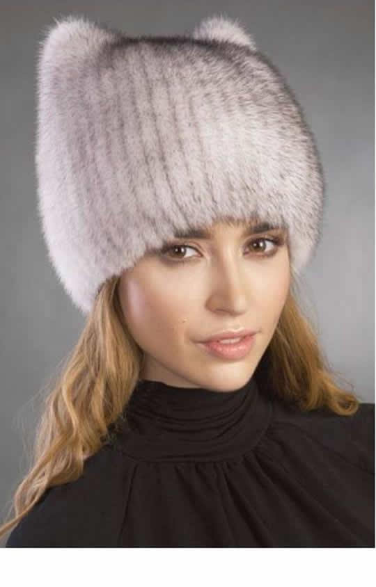 Серая трикотажная женская шапка