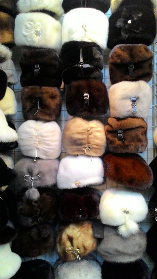 Меховые шапки на выставке-ярмарке