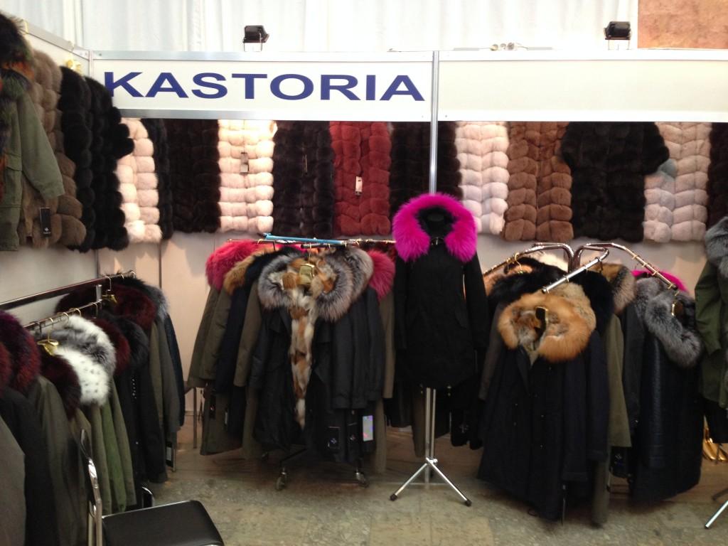 Меховые жилеты и теплые куртки в Киеве на ярмарке меха