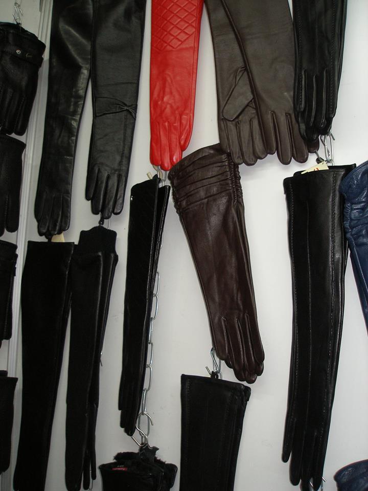 Кожаные перчатки на выставке-ярмарке
