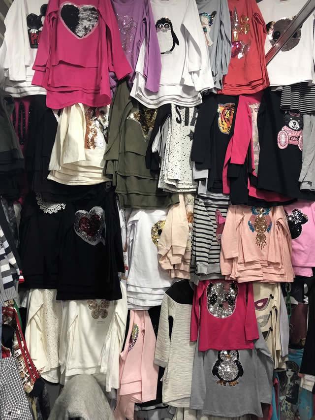 Женские и детские футболки и платья