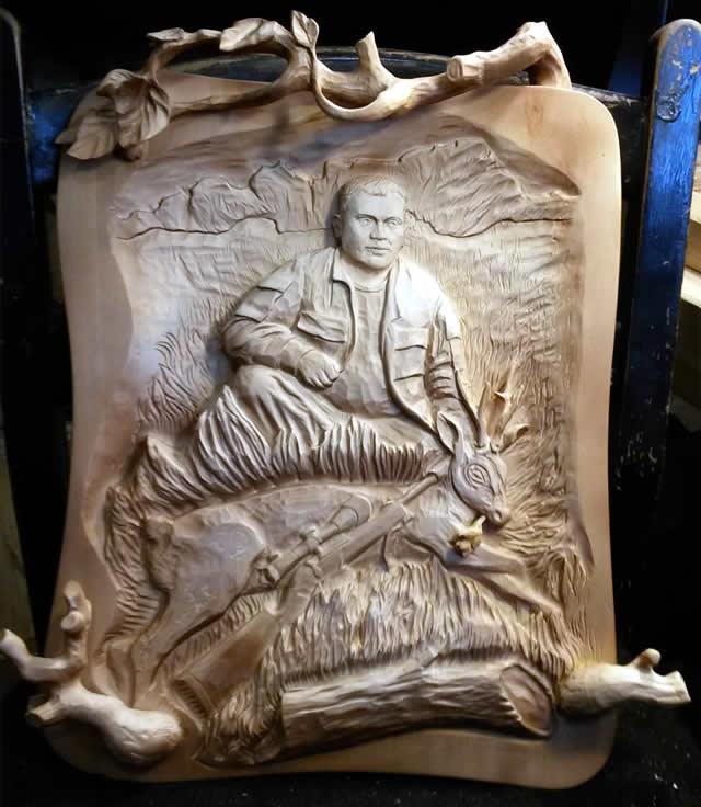 Деревянный декор охотник