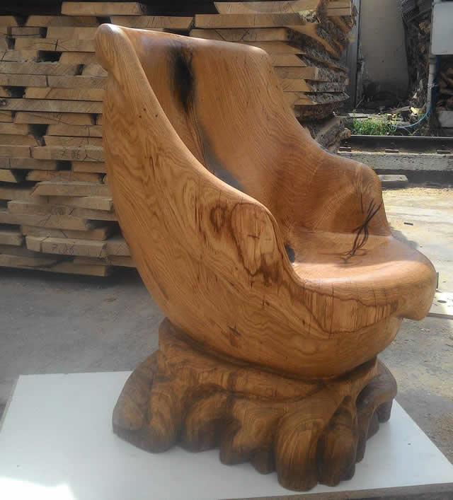 Деревянный трон. Вид сбоку