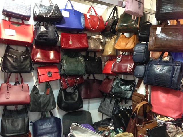 кожаные женские сумки на выставке-ярмарке