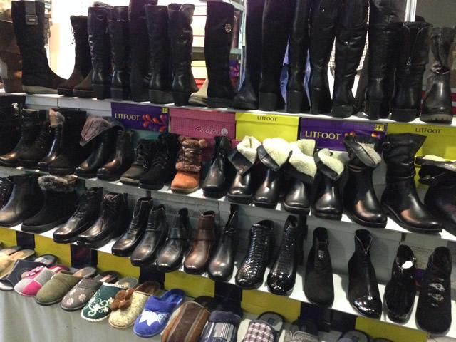 женские сапоги, туфли и ботинки на выставке-ярмарке