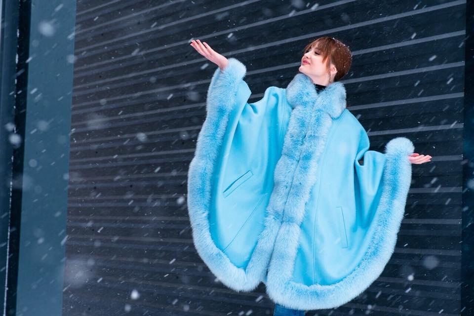 Голубая парка-кимоно с мехом