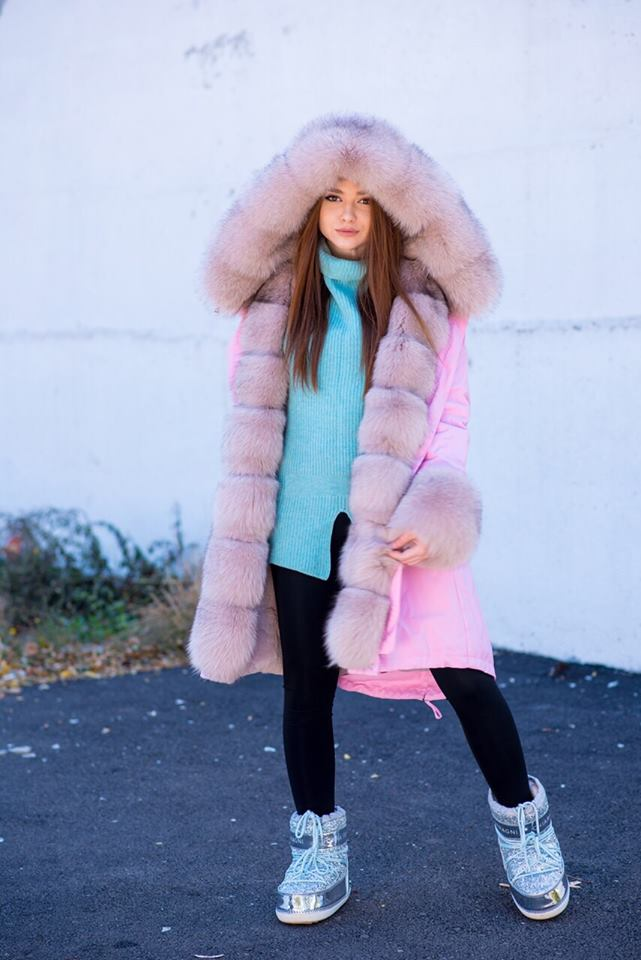 Розовая зимняя парка с мехом лисы