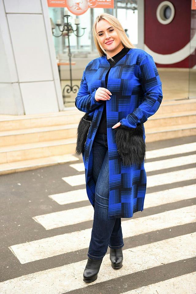 Женское осеннее пальто с меховыми рукавами
