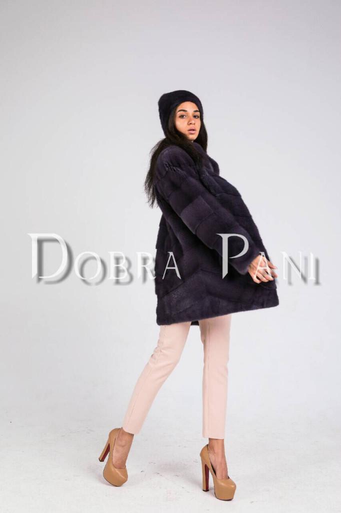 Черное норковое пальто на выставке