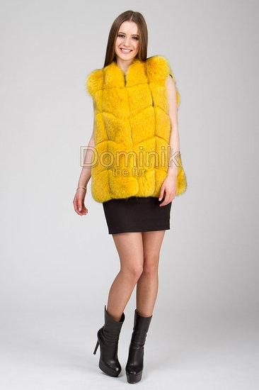 Желтый меховой жилет песец