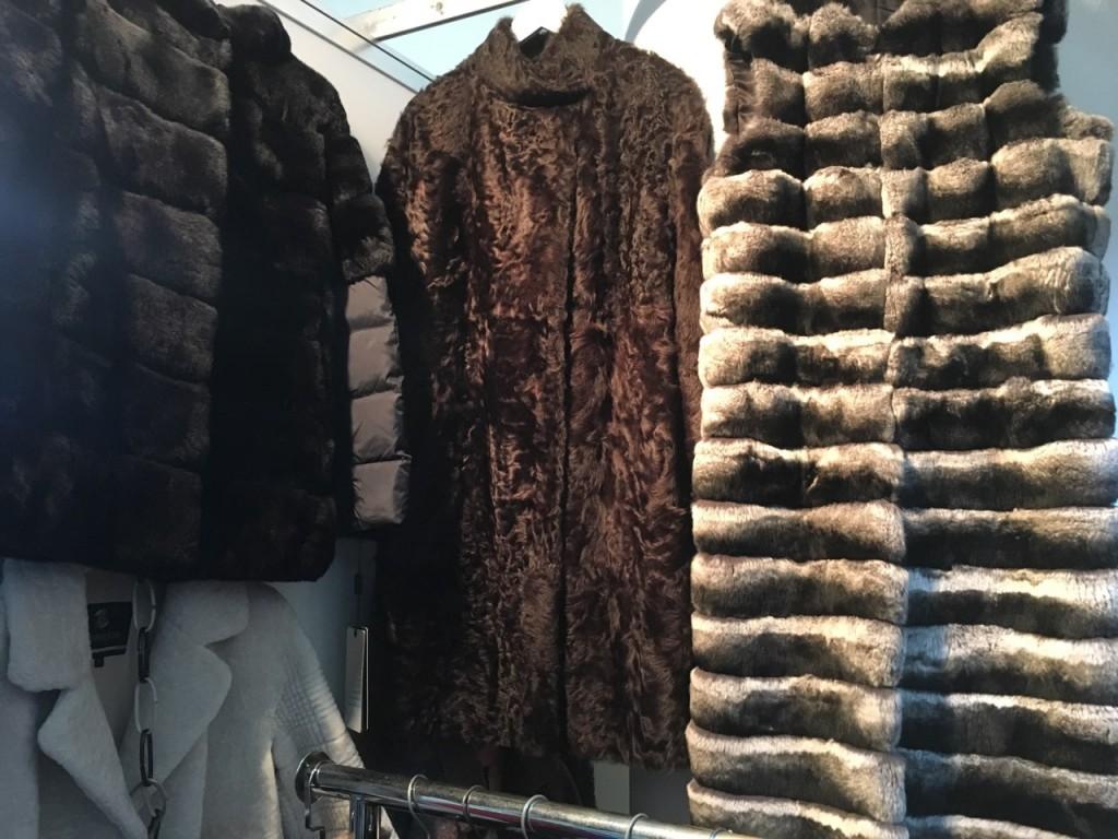 пальто из каракульчи, жилет из шиншиллового орилага