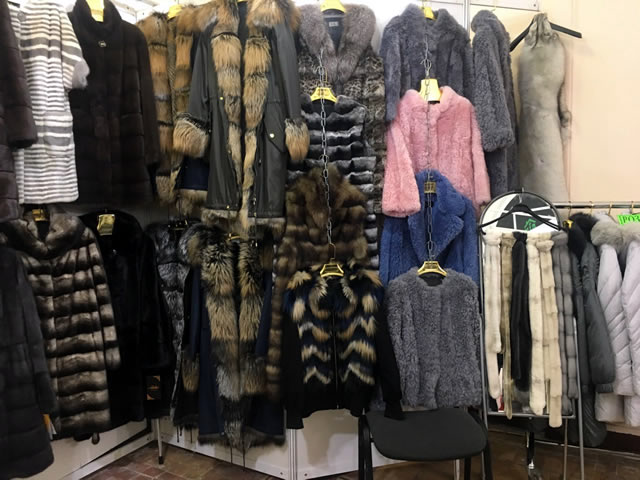 Весенние меховые куртки, шубы, жилеты