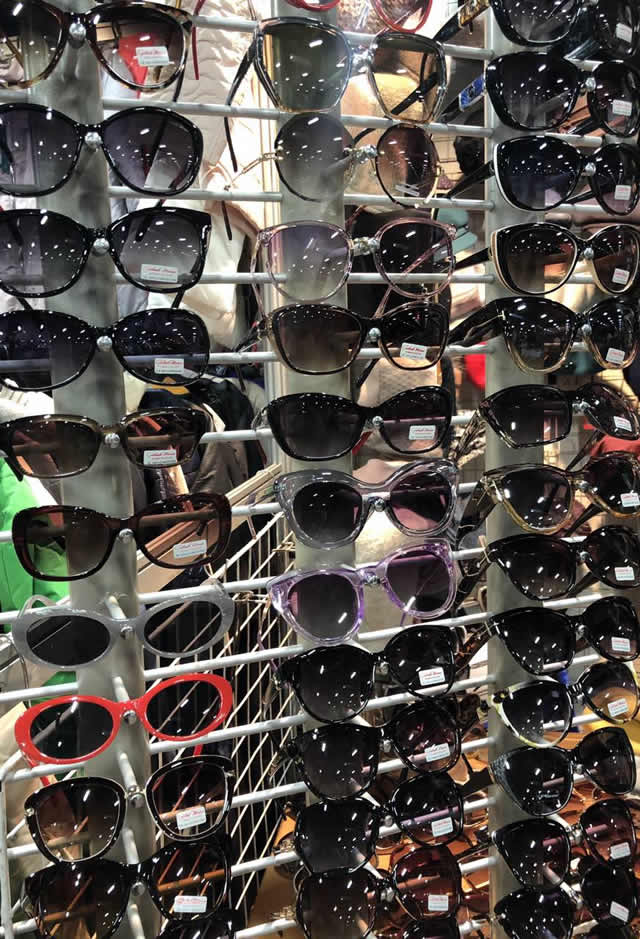 солнцезащитные очки на ярмарке