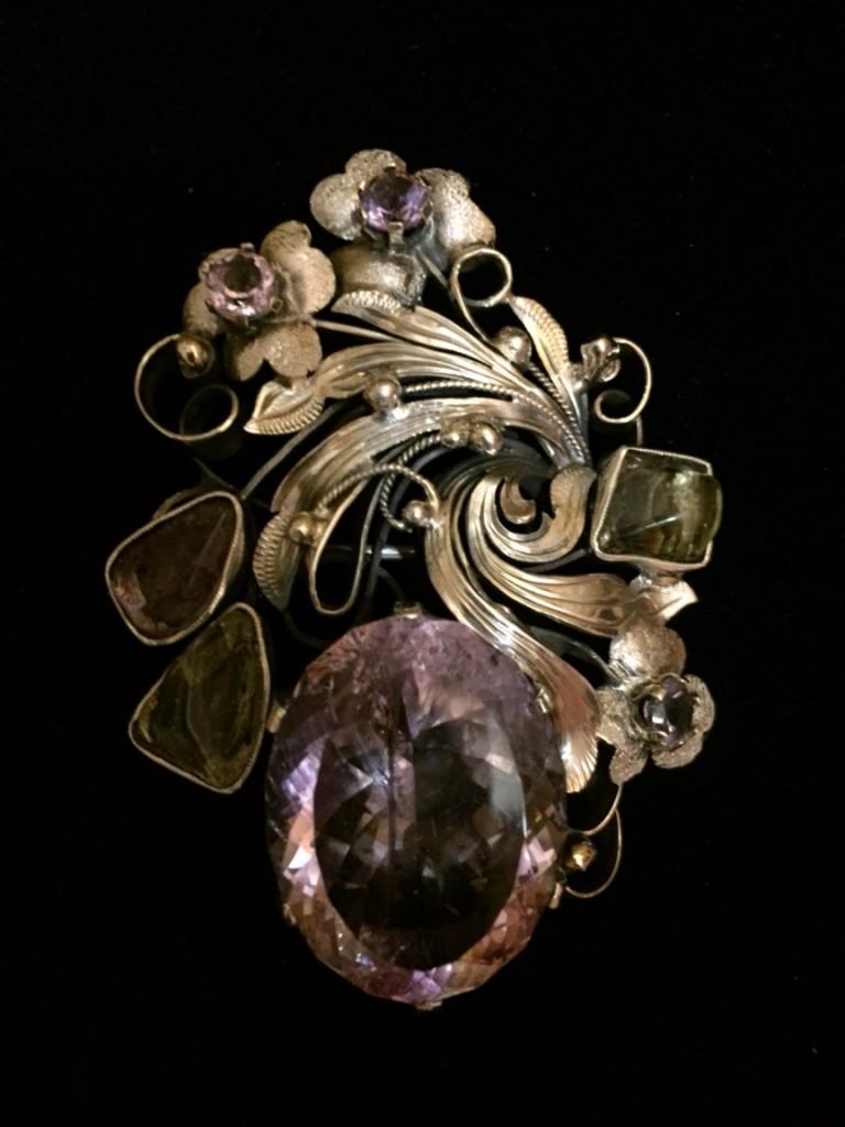 ювелирные изделия с камнями