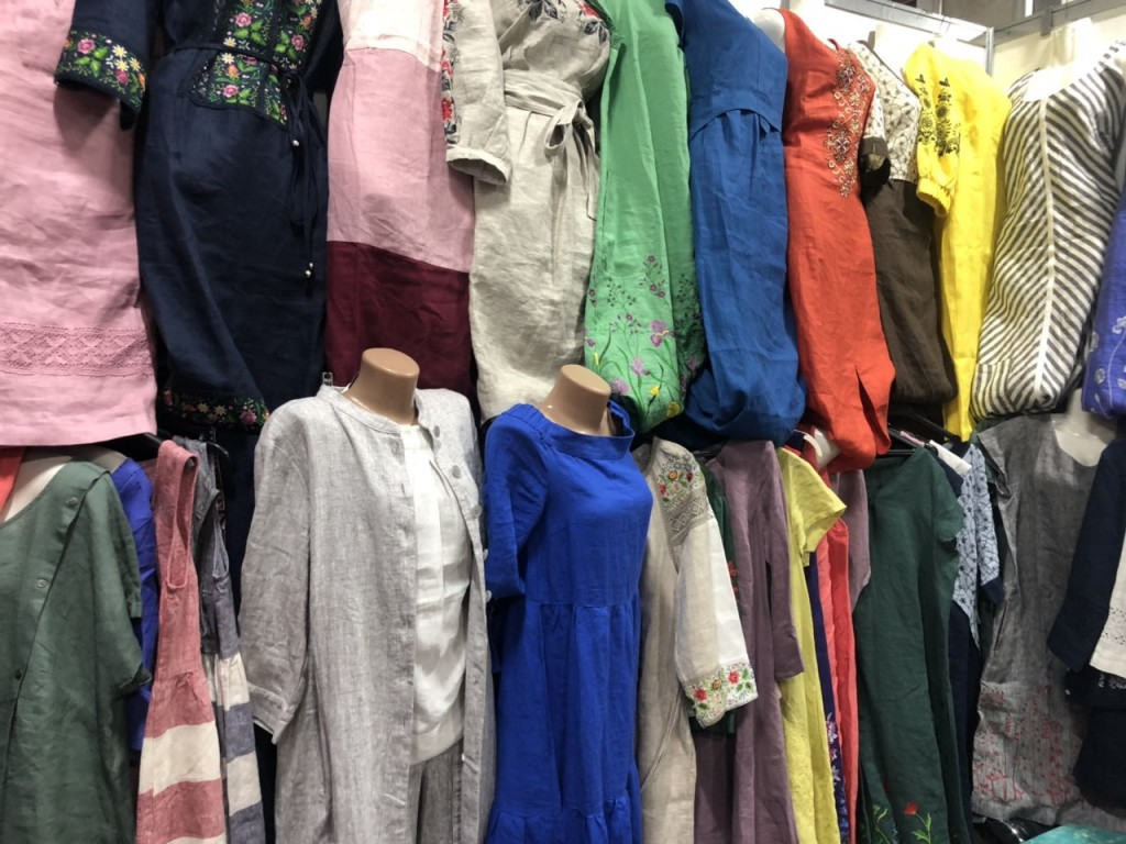 женские платье на лето разных цветов