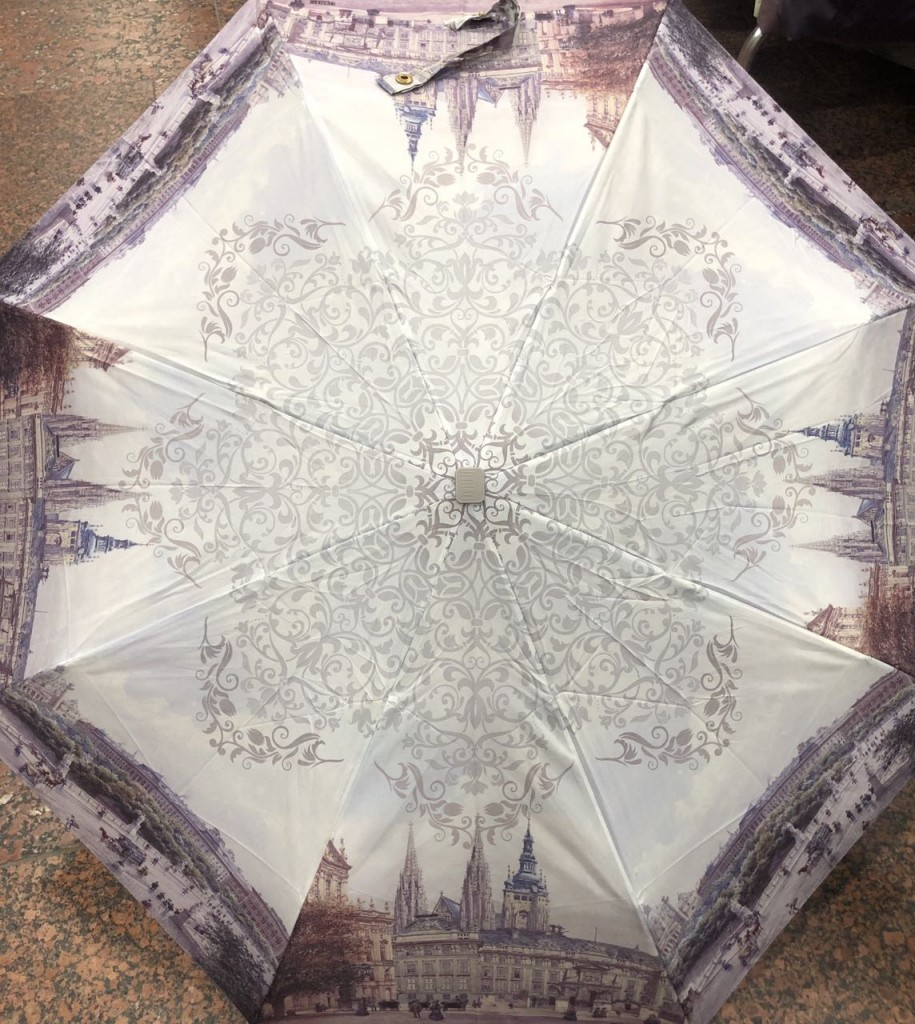 красивый зонт серо-коричневых оттенков
