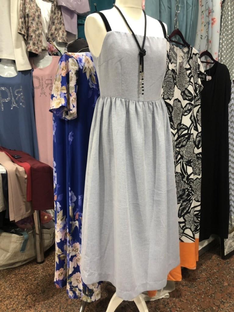 Серое летнее платье
