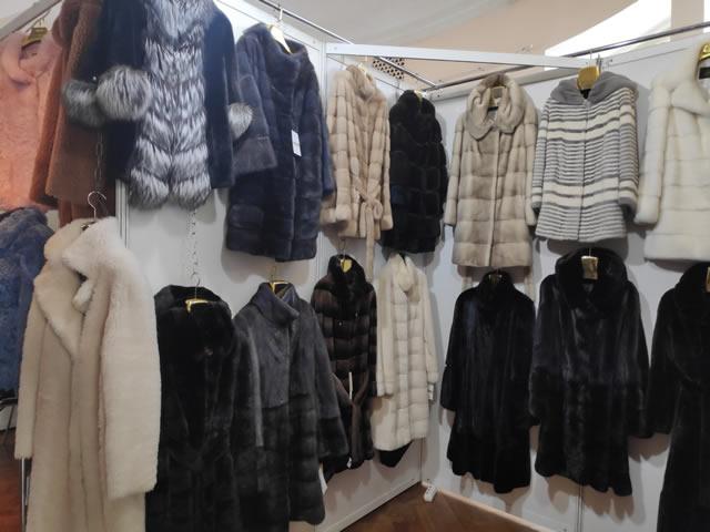 распродажа норковых шуб и пальто на меховой ярмарке в Киеве