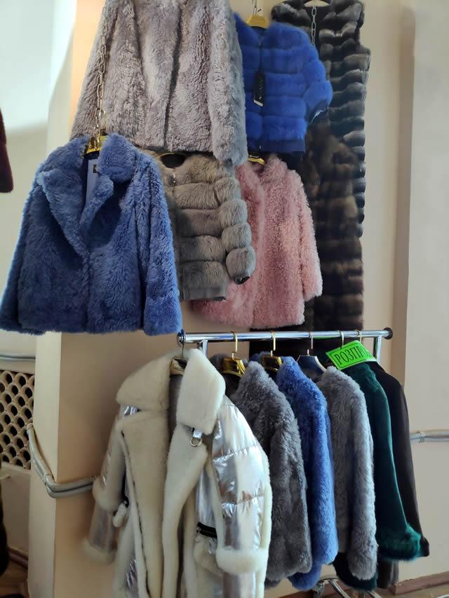Короткие цветные меховые куртки из овчины и песца в Киеве