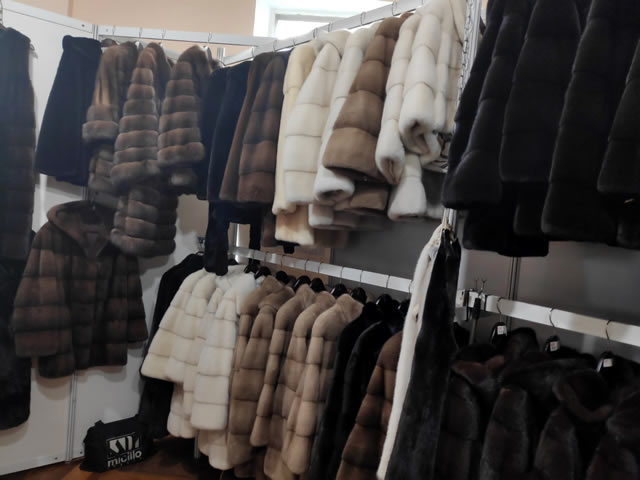 Модные шубы из скандинавской норки и соболя на выставке-ярмарке