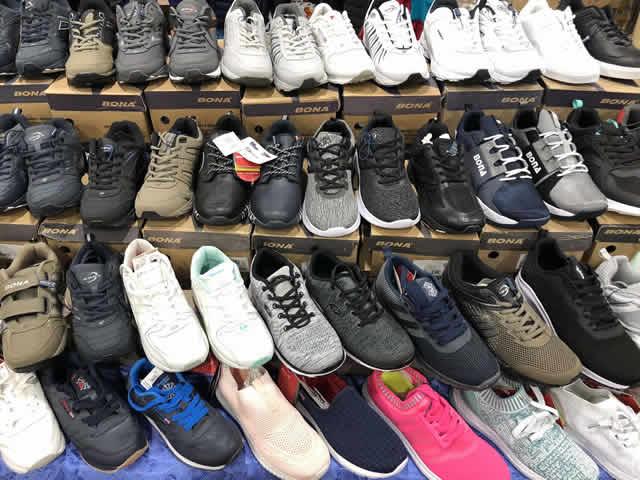 Купить мужские и женские кроссовки на ярмарке в Киеве недорого