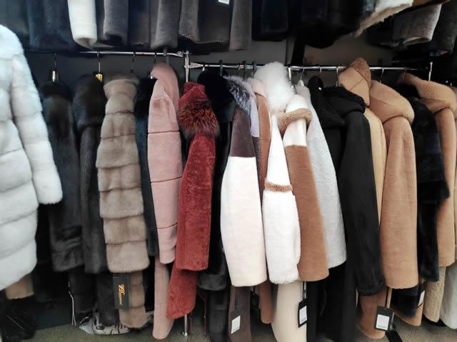 Большой выбор пальто для мужчин и женщин
