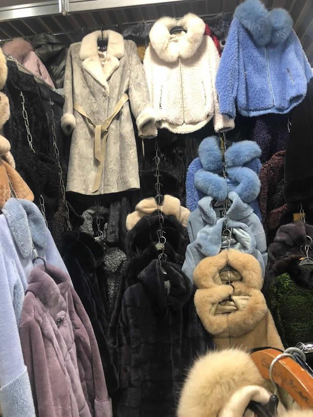 Недорогие цветные шубы из мутона, бобрика, норки, кролика, орилага в Киеве на ярмарке меха