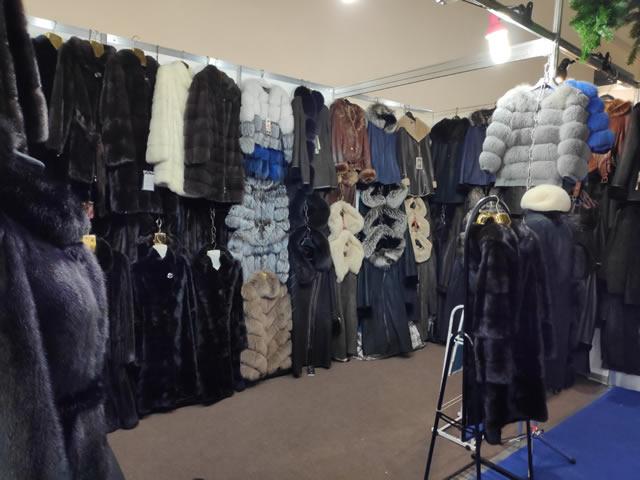 Дубленки женские, меховые куртки из песца в Киеве на ВДНХ