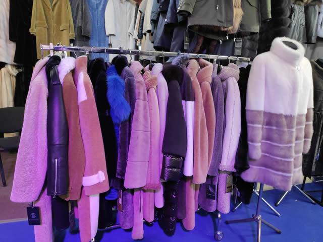 Мутоновые пальто, куртки  и шубы