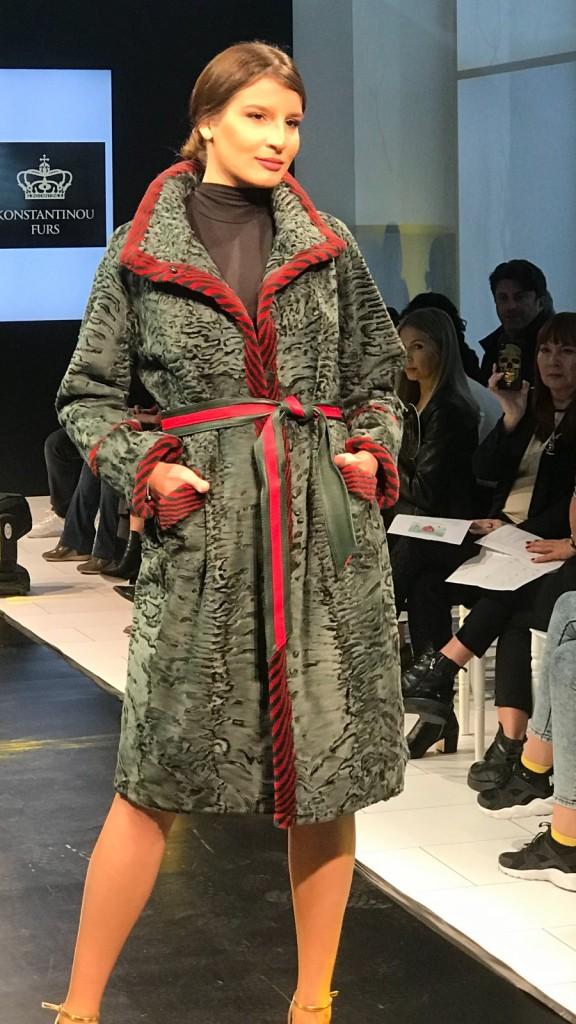 Меховое пальто из каракульчи