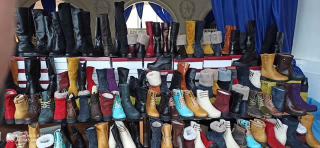 Женская зимняя обувь - ботинки и сапоги на ярмарке меха в Киеве