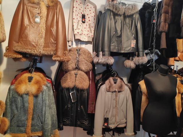 Купить осеннюю женскую куртку с мехом на выставке ярмарке в Киеве